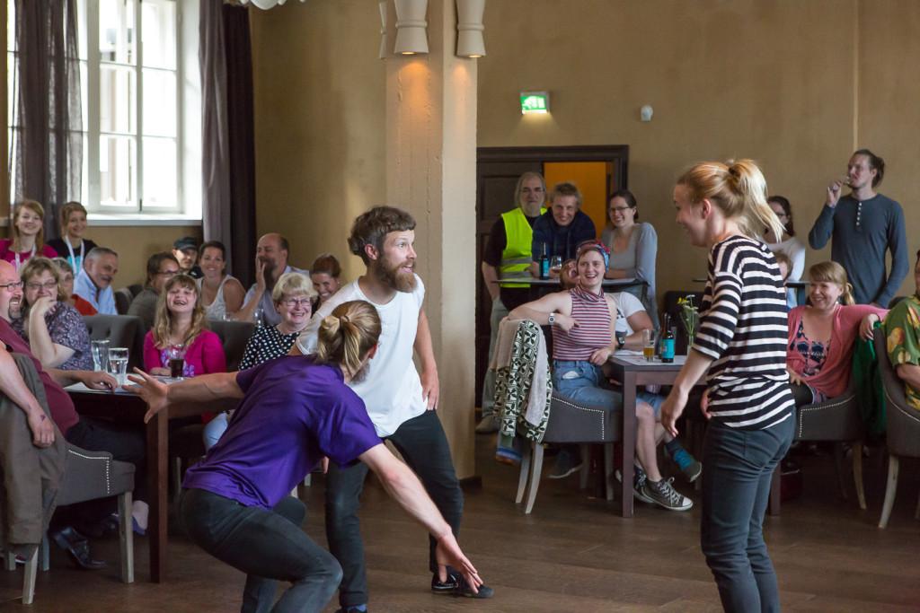 Tanssiryhmä Off/Balance: Hutiklubi